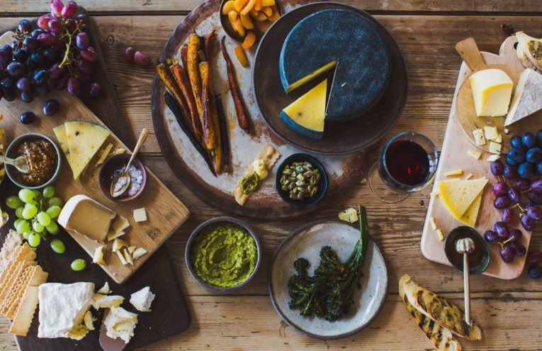 How to Make the Perfect Cheese Platter for Entertaining